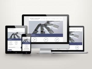 Website des Unternehmens auf verschiedenen Displays